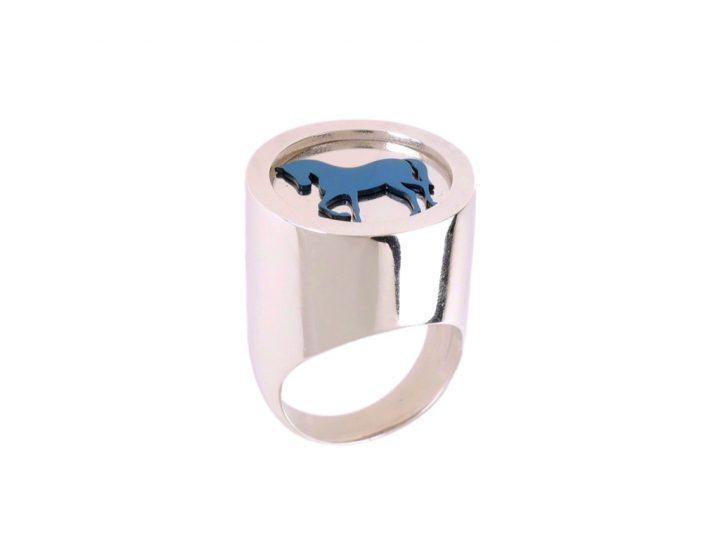 chevalier ring, royal blue horse, loroetu, anello cavallo