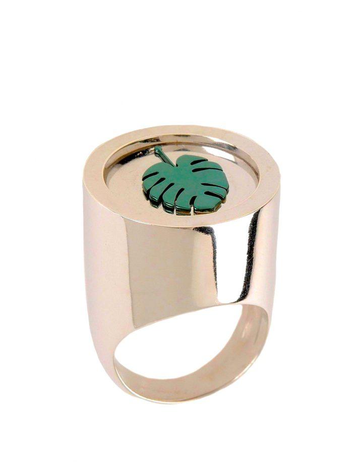 loroetu. chevalier ring with monstera, anello con monstera, foglia esotica