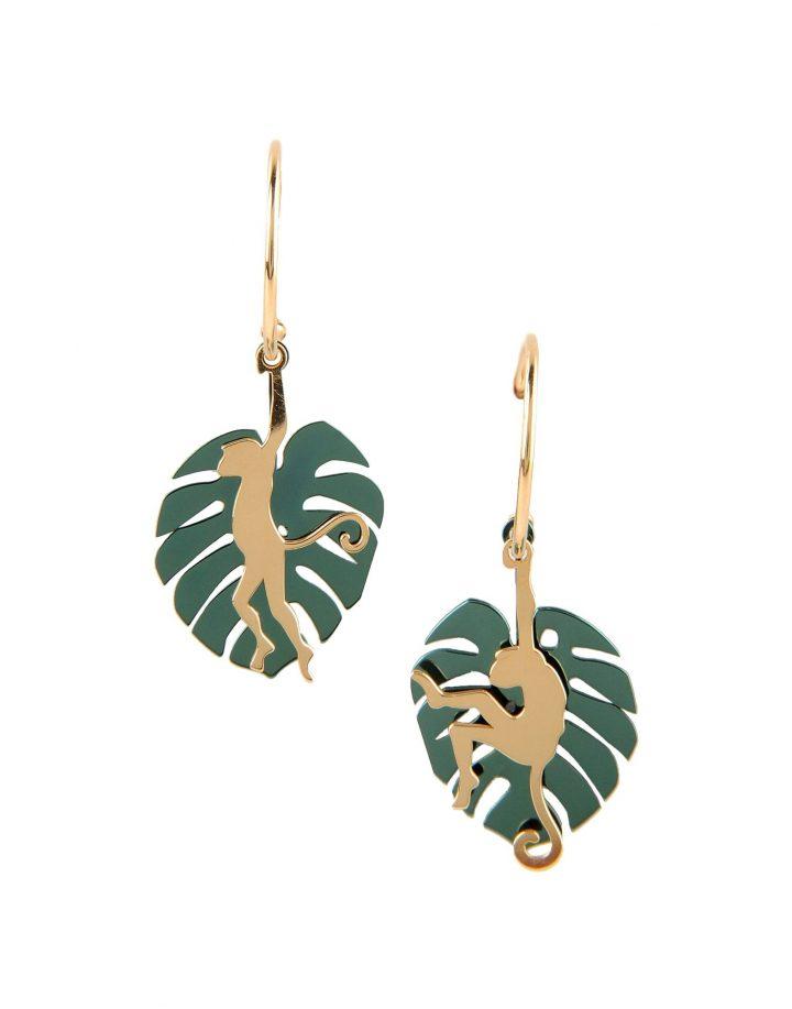 loroetu, orecchini con monstera verde e scimmia oro, green monstera and gold monkey earrings