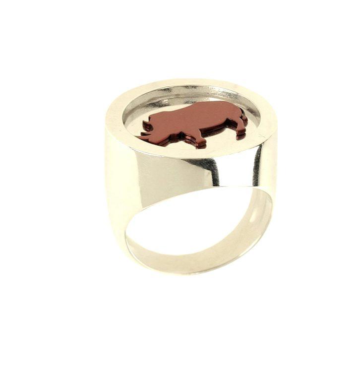 loroetu, anello chevalier oro rinoceronte, gold rhino chevalier ring