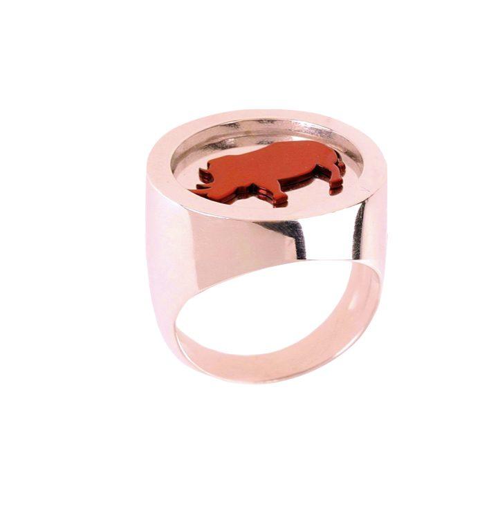 loroetu, anello chevalier rinoceronte, ose gold rhino chevalier ring