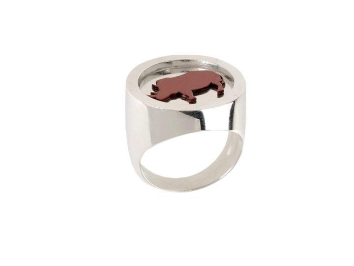 loroetu, anello chevalier argento rinoceronte, silver rhino chevalier ring